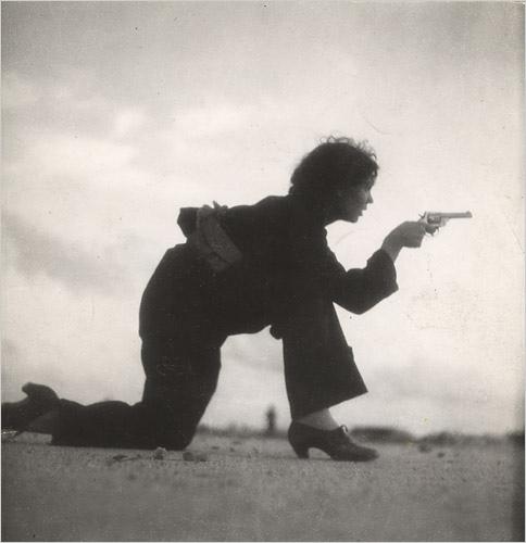 Gerda Taro, esercitazione sulla spiaggia, fuori Barcellona, Agosto 1936 - International Center of Photography