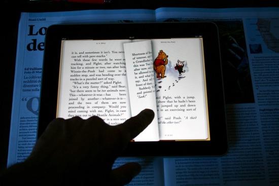 Tenendo l'iPad in orizzontale, si vedono le due pagine affacciate