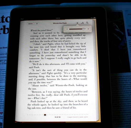 Winnie the Pooh, una pagina; in alto a destra il comando per regolare la luminosità