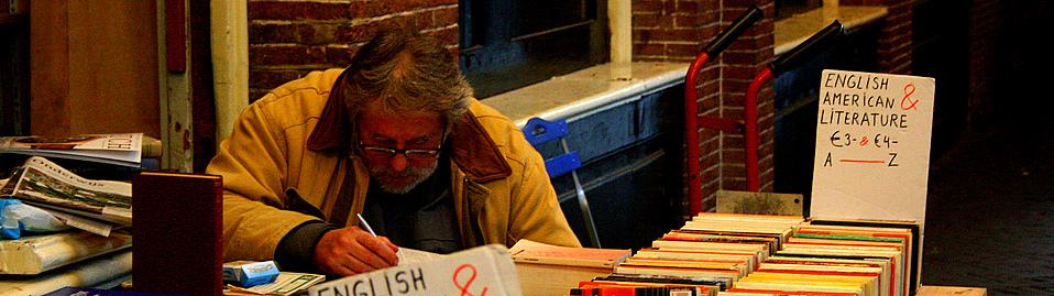 Amsterdam, used books - luiginter/flickr