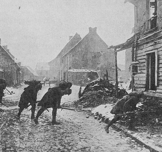Soldati francesi in un villaggio belga