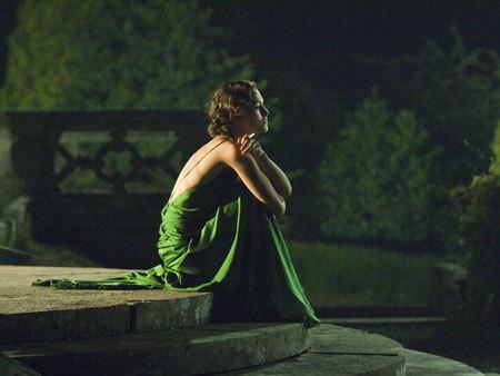 Keira Knightley,  nel film Espiazione nel ruolo di Cecilia