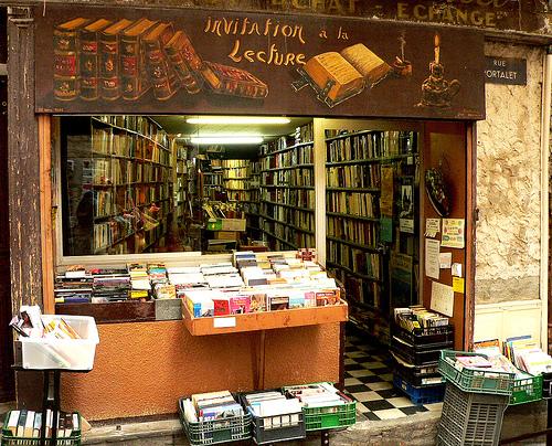 invito alla lettura, Libreria di usato a Hyères, Francia -  flickr/luiginter
