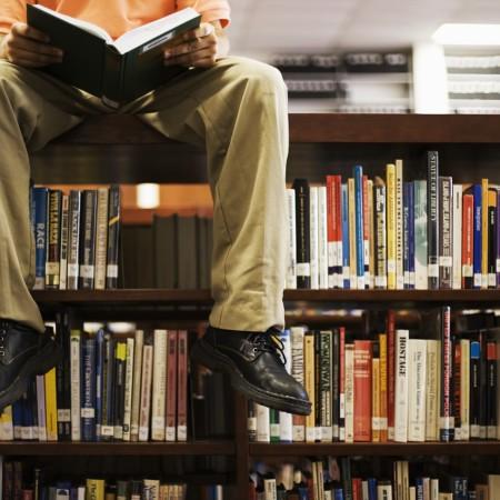 Leggere in biblioteca